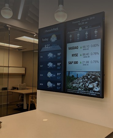 Digital signage used for corporate communication by Pinnacle Bank