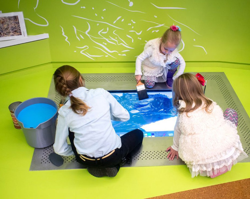 Children painting on a digital canvas at the Joslyn Art Museum